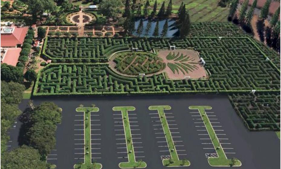 Pineapple Garden Maze, EUA - Espalhado por 1,2 hectares, este labirinto é feito com plantas tropicais e marca a diferença pelo enorme ananás que tem desenhado no meio.
