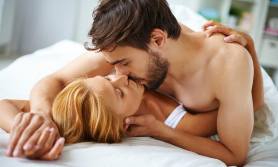 De acordo com um estudo realizado pela Universidade Wilkes, EUA, ter relações sexuais, pelo menos, duas vezes por semana ativa o lançamento de um anticorpo designado imoglobulina que ajuda a proteger o organismo contra infeções e doenças. Esta é uma lista de sintomas que podem ser amenizados com sexo.