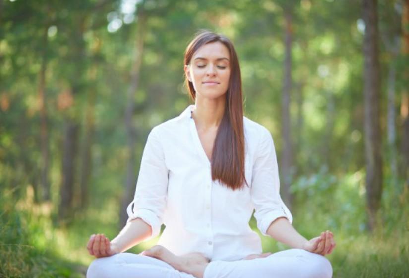 Yoga: Vários estudos comprovam que a técnica bem trabalhada promove a redução da dor nas costas. Existem ainda vários estudos que ligam o yoga a um menor risco de doença cardíaca e diminuição de sintomas de depressão, diabetes e artrite.