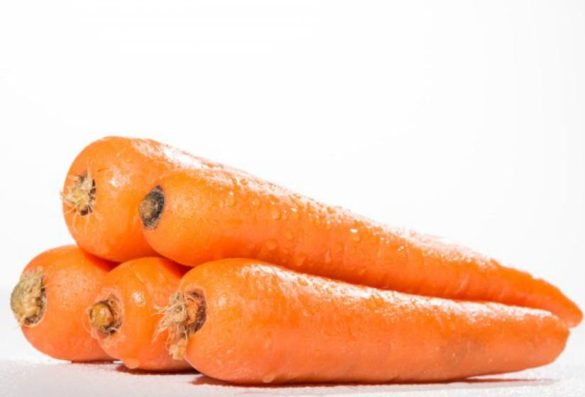 Alguns nutrientes como as vitaminas e os carotenoides lipossolúveis precisam de gordura para serem absorvidos pelo organismo. Os carotenoides encontram-se em vegetais como cenoura, tomate, pimentos vermelhos, espinafres e brócolos. Adicione um pouco de queijo ou azeite às saladas ou um pouco de manteiga por cima dos brócolos cozidos.