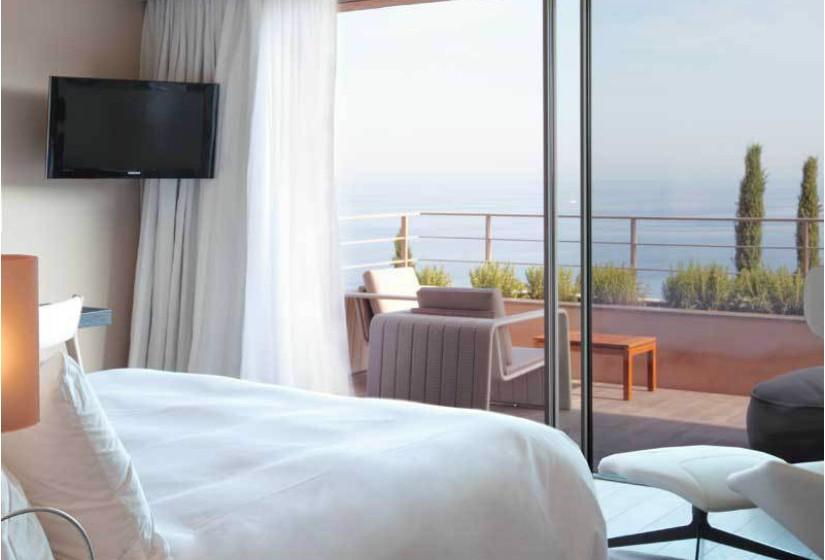 'La Réserve Ramatuelle' – O designer adora passar férias em St. Tropez, França, e, por norma, aluga uma residência neste espaço de cinco estrelas. O hotel contém um extenso spa que oferece tratamentos de beleza, hidroterapia e esfoliação corporal.