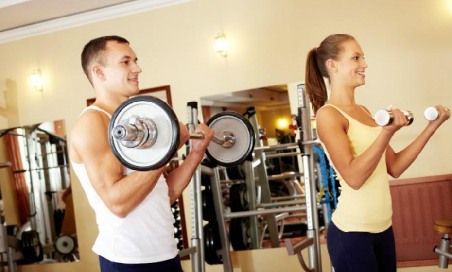 Não há nada como ter prazer enquanto pratica desporto. Ter relações sexuais é uma ótima atividade física para o coração. Também ajuda a tonificar os músculos de uma forma natural. Pode queimar cerca de 200 calorias, em meia hora, durante uma relação sexual.