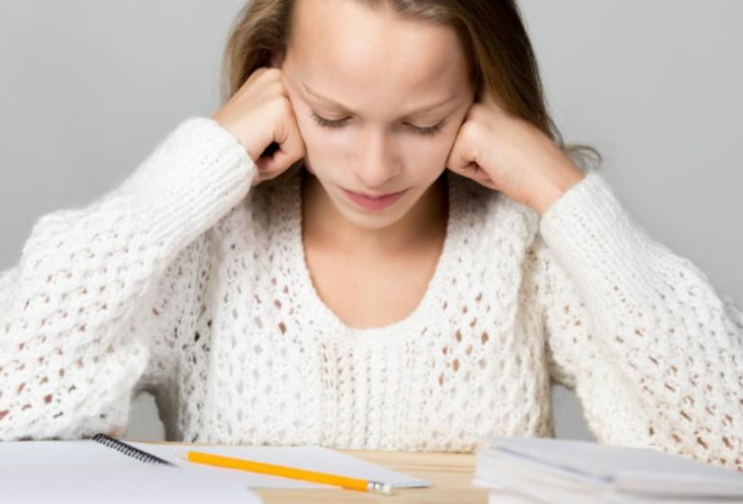Os estudantes de 15 anos de idade dos países da OCDE, avaliados pelo PISA 2012, admitem passar 4,9 horas por semana a fazer trabalhos de casa ou de estudo definidos pelos professores. Estas são algumas observações do psicólogo Hélio Borges relativas ao tema.