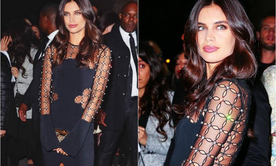 Para um evento da marca L'oreal Paris, a modelo portuguesa optou por um vestido com a assinatura de David Komalondon.