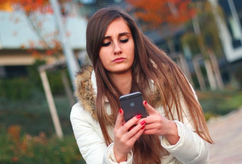 Euforia: O seu bem-estar emocional depende da utilização das redes sociais? Faço uso delas quando estou aborrecido/a ou sozinho/a.