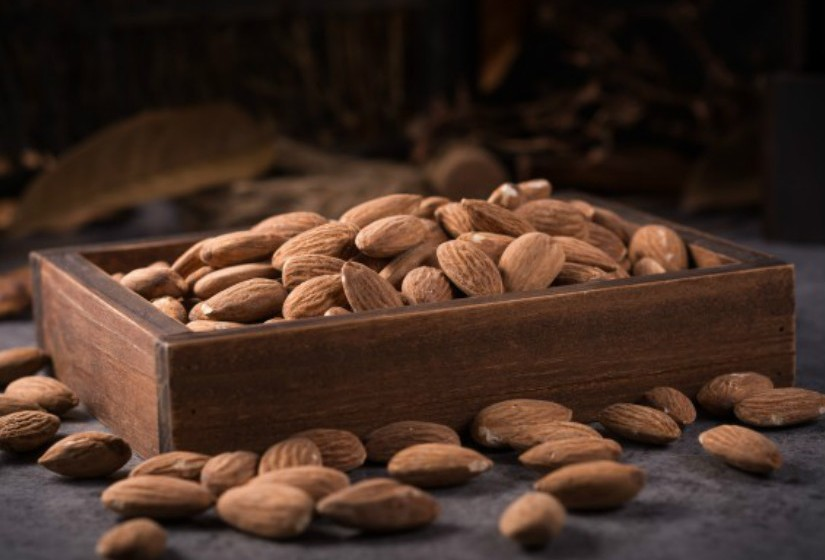 Evite misturar frutos oleaginosos (ricos em ácidos gordos) com fruta doce ou subácidas. Só combinam bem com fruta ácida. Fonte: Authority Nutrition