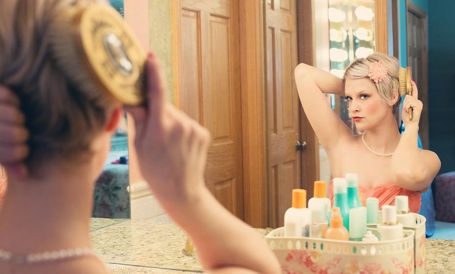 Balança: Este é o signo da vaidade. Dá extrema importância ao seu aspeto e perde muito tempo a cuidar da sua beleza. Passa horas em frente ao espelho e esquece-se de que a beleza de uma pessoa não depende só do aspeto exterior.