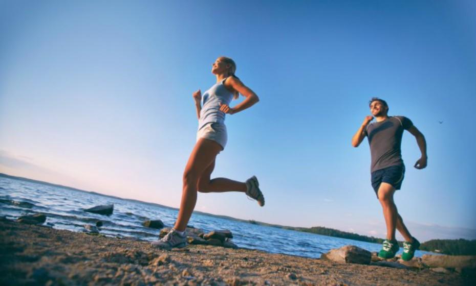 Fazer exercício não serve apenas para manter os músculos tonificados ou para emagrecer. Também ajuda no transporte de sangue de nutrientes vitais para as células do nosso corpo, enquanto expulsa toxinas prejudiciais.
