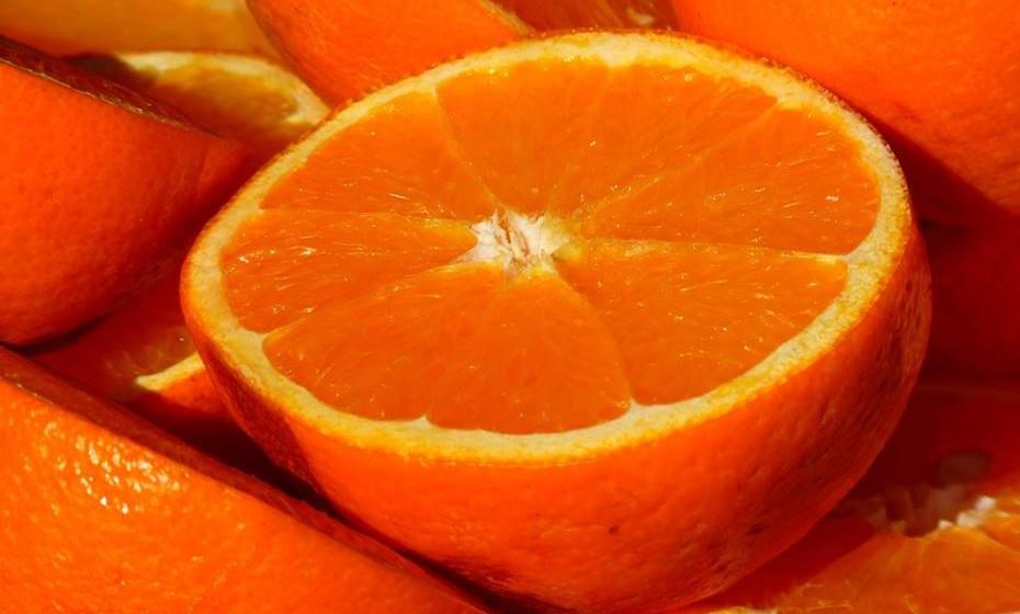 Citrinos como a laranja, o limão e a toranja são ricos em Vitamina C. Esta reforça a imunidade ao aumentar o número de células do sistema imunitário e melhora a sua capacidade de eliminar bactérias e vírus.
