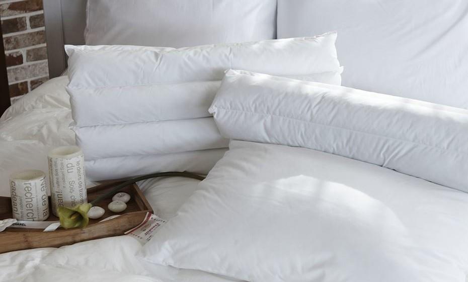 No quarto: a cama deve ter acesso por ambos os lados e evite colocar alguma coisa debaixo dela.