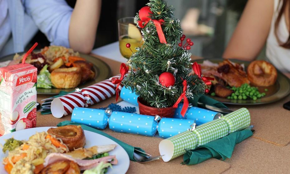 Ignore as sobras. Lá porque tem sobras em casa não quer dizer que tenha de ter uma alimentação típica de uma ceia de Natal durante três dias seguidos. Distribua pelos vários membros da família ou congele.