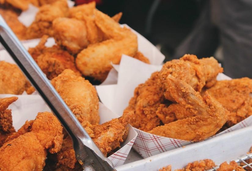 Reaqueça os alimentos cozidos cuidadosamente para matar qualquer bactéria que possa ter-se desenvolvido durante o armazenamento.