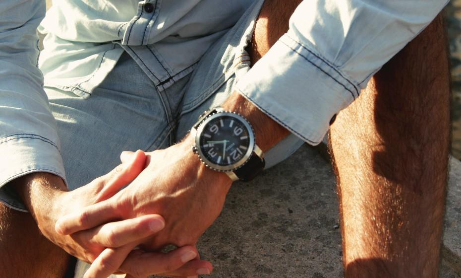 Pedro Freire gosta completar o look com pequenos detalhes como um relógio.