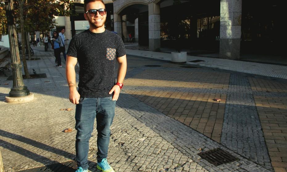 Renato Vaia identifica-se com um estilo mais desportivo. Nos dias mais solarengos não dispensa os óculos de sol.