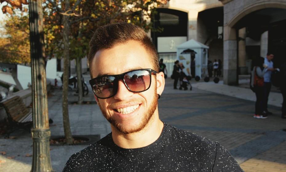 «Não gosto de andar sem barba, mas também não deixo crescer muito. O tamanho ideal é mesmo este», afirma Renato, 26 anos.