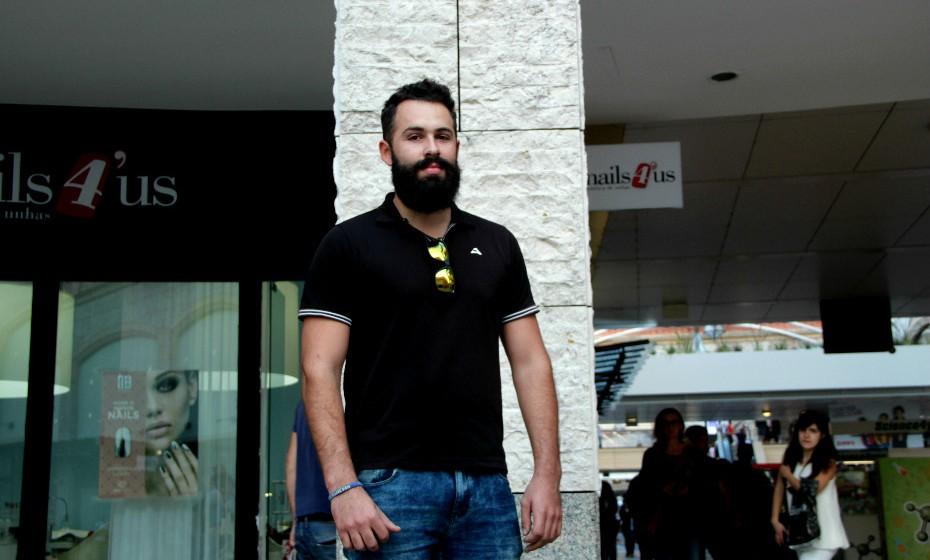 «Há três semanas decidi deixar crescer a barba», conta André Oliveira, 28 anos.