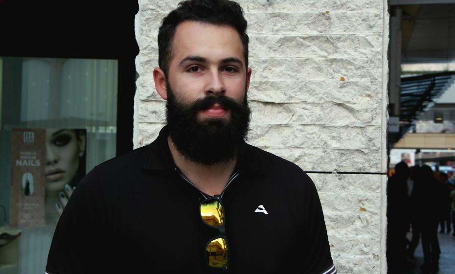 O informático confessa à repórter da Mood que deixou crescer a barba porque a namorada gosta de homens com barba.