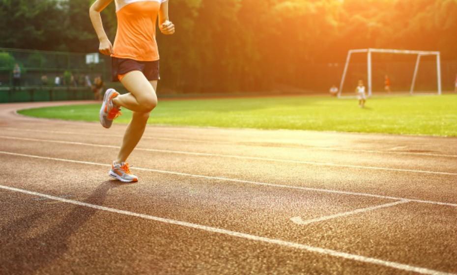 Gémeos – A espontaneidade é uma das suas maiores qualidades. Na alimentação não é completamente regrado, mas não se sente bem a comer muitos alimentos processados e a jantar em frente à televisão. Quando pratica exercício, sente-se mais saudável e sabe que este melhora o seu humor. Os desportos ideais para este signo passam por atividades rápidas e que puxem por ele, tal como o atletismo. Não aprecia práticas lentas como yoga.