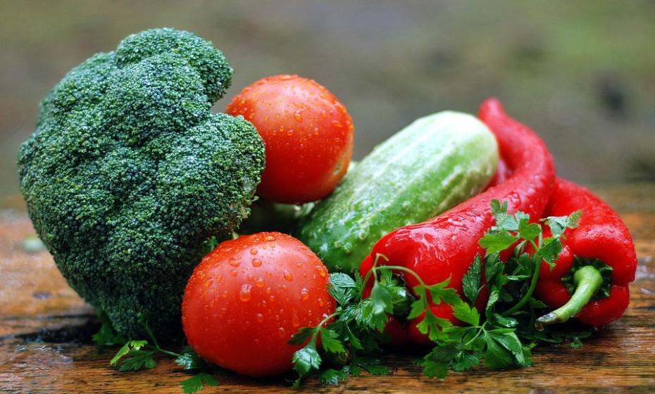 Ponha de lado os refogados, a cebola frita e o feijão enlatado. Opte por legumes frescos e por alimentos pouco gordos.