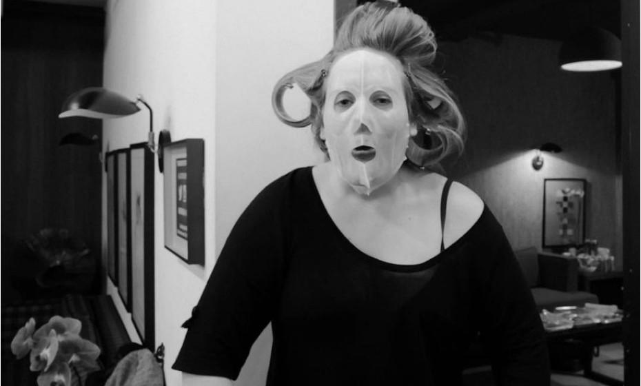 «Acordei assim!», brincou Adele nas redes sociais.