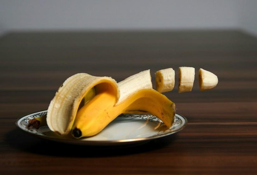 O puré de banana fornece nutrientes extras e diminui o teor de calorias e gordura.
