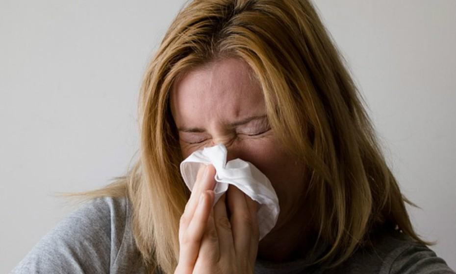 Ao longo da estação fria adicione um passo à sua rotina noturna: faça uma limpeza nasal com um irrigador nasal ou com solução salina. Este método ajuda a limpar as partículas virais que respirou durante o dia.