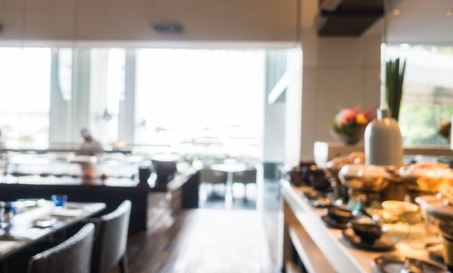 Quando vão a restaurantes, perguntem pela quantidade de sal utilizada e escolham as opções mais saudáveis.