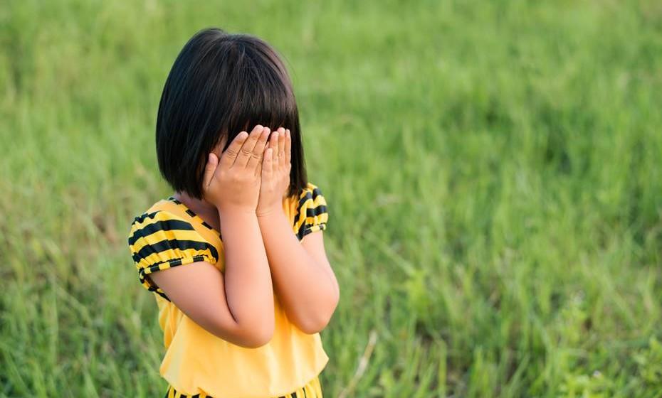 Não forçar a criança a comer, nem utilizar a refeição como recompensa; estas práticas podem criar resistências difíceis de serem superadas.