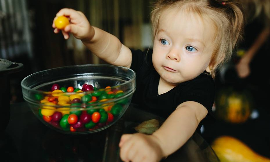 Não facilitar o acesso a doces, rebuçados, chocolates e outras guloseimas.