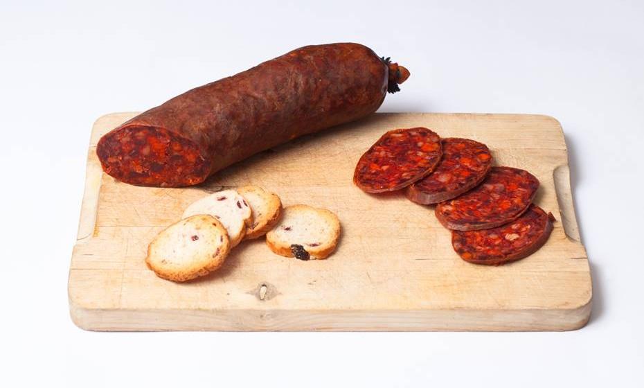 Evitar alimentos gordos, açucarados e excessivamente temperados (exemplo: conservas e produtos de salsicharia e de charcutaria).