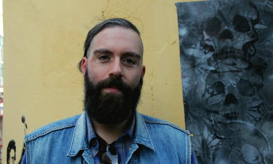 «Cuidados com a barba? Hum. Lavo e penteio todos os dias…», partilha o aveirense de 34 anos.