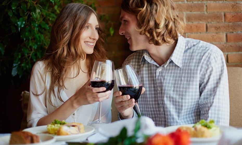 Jantar: não é por acaso que é o programa favorito em todo o mundo. Não falha, a não ser que não haja qualquer chama. Aproveite para lhe mostrar o seu conhecimento sobre vinhos. Sugira vinhos portugueses... sugerimos nós.