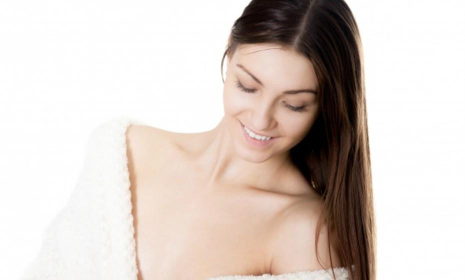 Considere os produtos de skin care que já utiliza. Algum em específico pode estar a causar irritação na sua pele, como produtos com retinol ou peróxido de benzoil. Fazer uma exfoliação enquanto usa estes produtos pode piorar o estado seco da pele ou até mesmo causar acne.