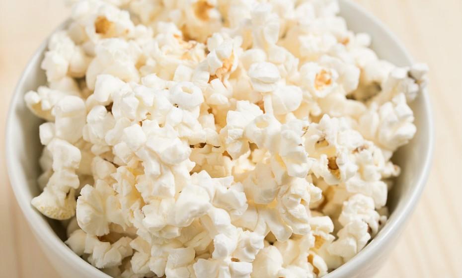 As pipocas são vistas como um snack pouco saudável, mas na verdade são um alimento muito nutritivo. Faça sem sal e sem açúcar e tenha em conta a idade da criança. Se for pequena demais pode correr o risco de se asfixiar.