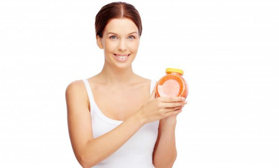 Evite loções ou cremes com fragância pesadas ou aqueles que contenham imensas cores ou corantes, pois estes podem ter sido adicionados para encobrir uma deficiência no produto.