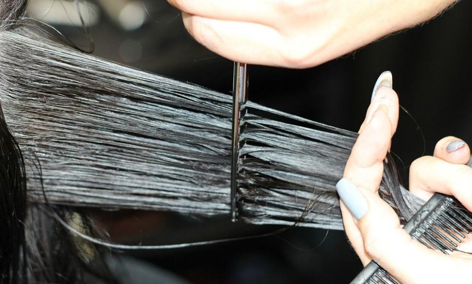 Corte as pontas a cada seis a oito semanas para reduzir as probabilidades de o cabelo secar.