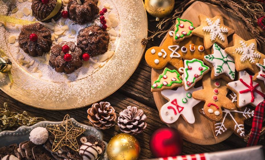 Para que não caia na tentação, evite passar entre a mesa onde estão expostos todos os doces – geralmente, sobremesas natalícias bastante calóricas, para depois ficar com sentimento de culpa de ter consumido.