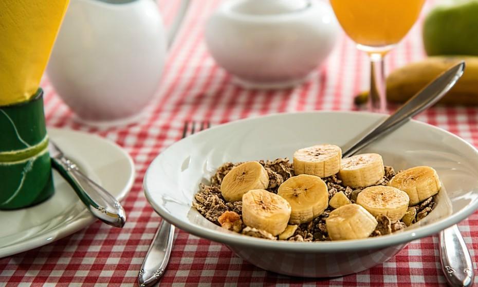 Comer alimentos integrais, nutritivos e saudáveis.