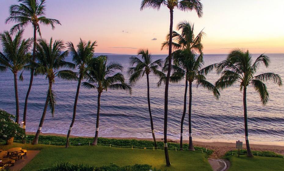 4. Kihei, Havai - Situado na costa ocidental de Maui, Kihei tem crescido exponencialmente ao longo dos anos e atualmente oferece uma impressionante seleção de hotéis e restaurantes. Alugue um carro e passeie pela costa litoral ou vá ao encontro dos vulcões Haleakala e Puu Kukui.