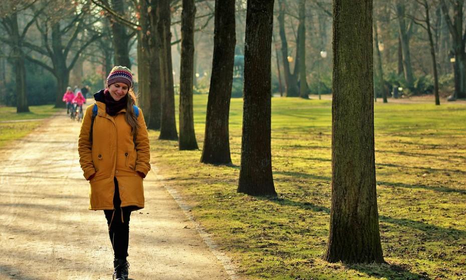 O exercício físico é um ótimo anti-stress. Não tenha medo do frio, faça caminhadas e aprecie a sensação de ar fresco. Ajuda a limpar a cabeça e a gastar algumas calorias.