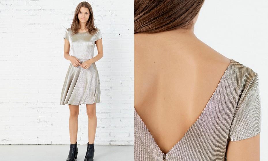 Se vai dançar a noite toda, um vestido de manga curta metalizado é uma ótima escolha. (Look Springfield)