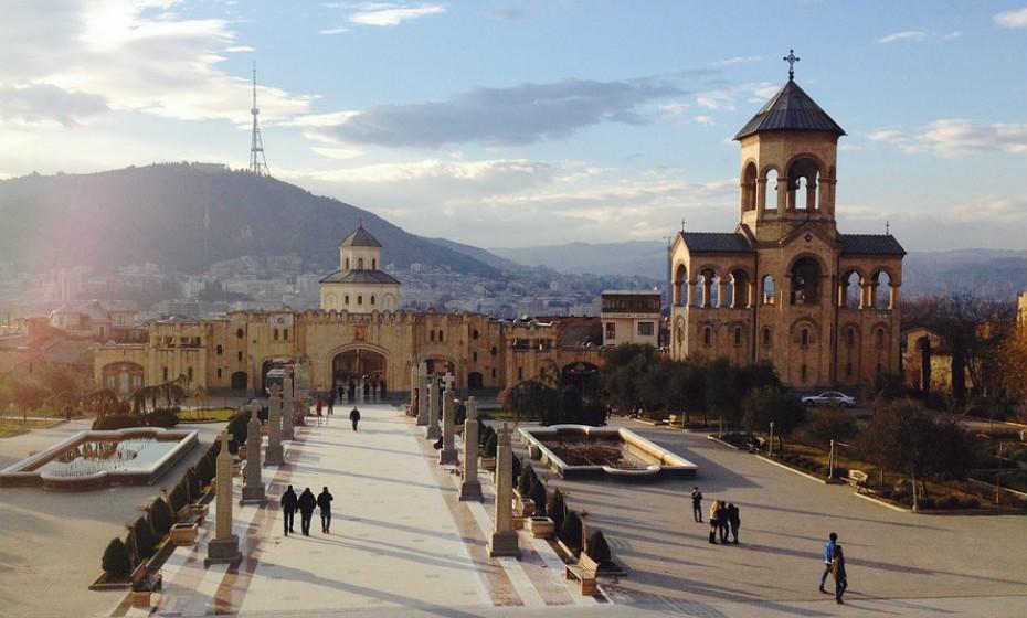 9. Tbilisi, Georgia – É capital e a maior cidade de Georgia, bem como a cidade mais populosa do país. A imagem fala por si, Tbilisi tem uma beleza única. Merece a sua visita.
