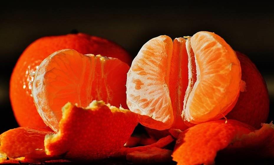 Pode ainda optar pelas frutas frescas como a laranja, o ananás, o kiwi, a pêra, a maçã ou outras porque são menos calóricas.