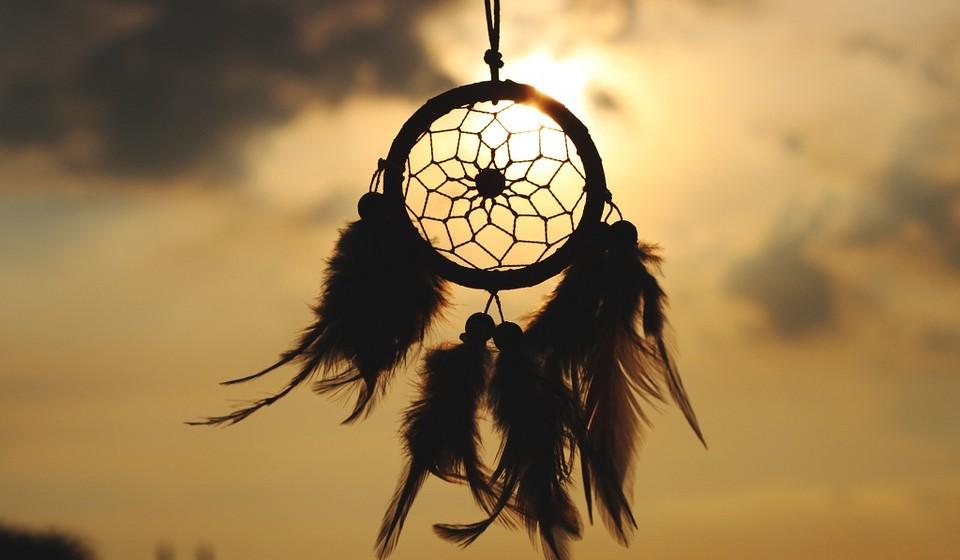 Exemplo de dream catcher,  também chamado de filtro de sonhos, caçador de sonhos, espanta pesadelos...