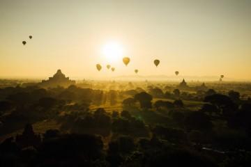 Os passeios de balão de ar quente começaram com uma experiência de cientistas e aventureiros há mais de 230 anos. O 'El País' selecionou 10 destinos, nos cinco continentes, que possibilita viagens incríveis perto das nuvens.