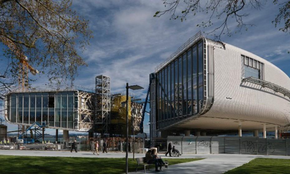 Centro Botin, Cantabria, em Espanha, é um projeto de Renzo Piano Building Workshop em colaboração com a empresa madrilena Luis Vidal+Architects. Este centro será dedicado às artes, educação,  cultura e  lazer.