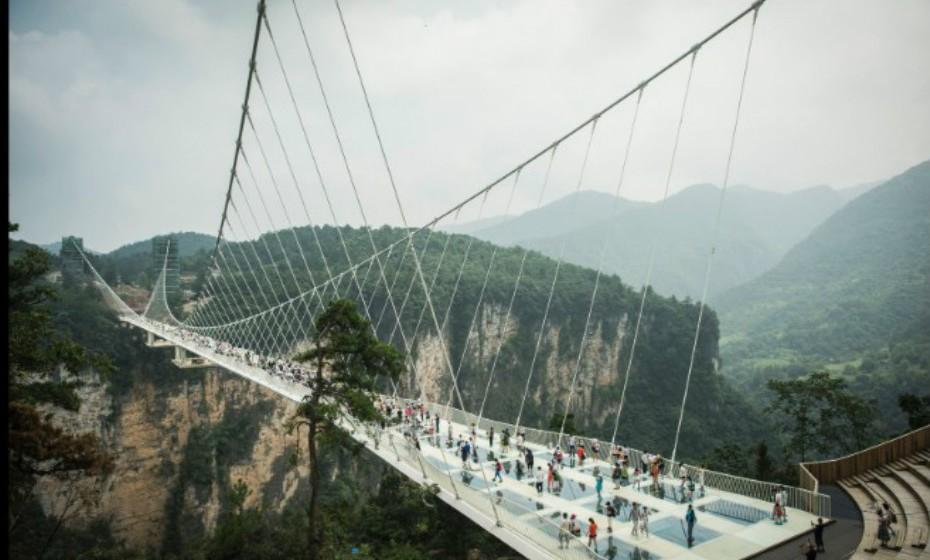 Zhangjiaje Grand Canyon Glass Bridge, Zhangjiaje é responsabilidade da firma israelita Haim Dotan. Este projeto é verdadeiramente ambicioso e foi inspirado no filme 'Avatar' e no seu mundo fictício.  Imagens: CNN