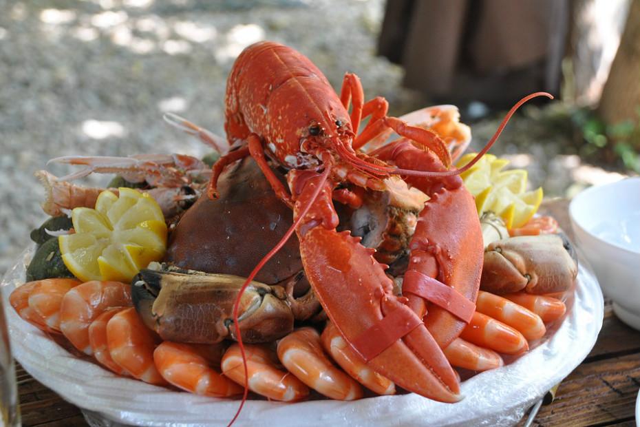 Peixe e frutos do mar: salmão, algas marinhas, mariscos e sardinhas.