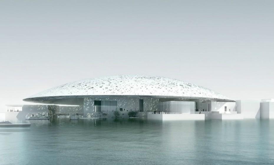 O Louvre Abu Dhabi, nos Emirates Árabes Unidos, estava previsto para ser inaugurado em 2012, mas foi adiado para 2017. Projetado pelo arquiteto de renome, Jean Nouvel, tem um orçamento de 650 milhões de euros.