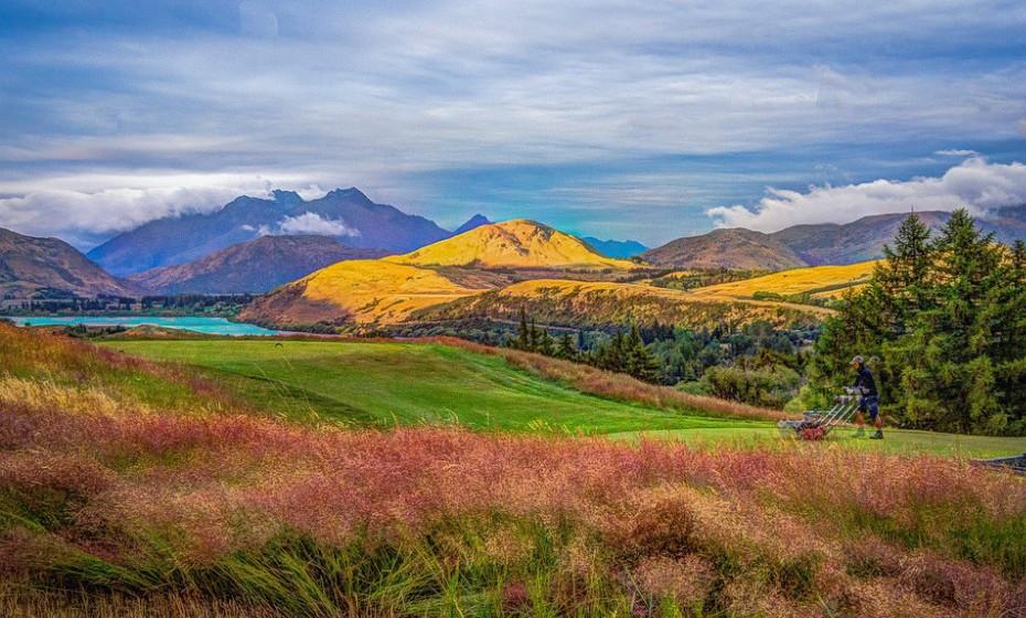 'Top of the Lake', Glenorchy, Nova Zelândia – Esta série foi lançada em 2013 e, desde então, não têm faltado elogios às paisagens por ele mostradas. Embora Glenorchy, na Nova Zelândia, tenha feito de local para a cidade ficcional de Laketop, o que não é ficcional é a sua beleza. Esta cidade, situada a norte do Lago Wakatipu, já acolheu diversas produções, entre elas a trilogia 'O Senhor dos Anéis'.